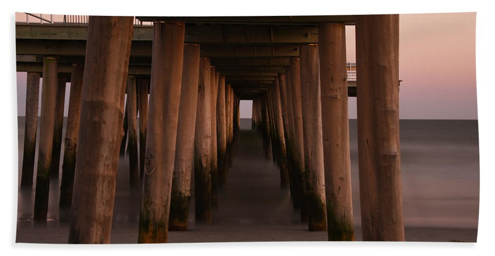 Pier Bath Sheet featuring the photograph Looking Into Infinity by Jennifer Ancker