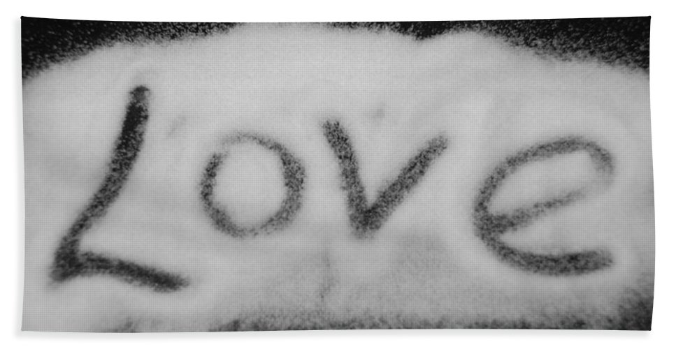Black And White Bath Towel featuring the photograph Love by Rob Hans