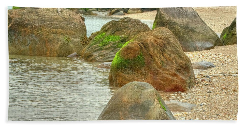 Rocks Bath Sheet featuring the photograph Low Tide by Luis Cifuentes