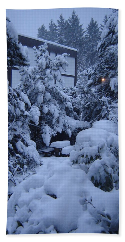 Snow Snowfall Pattern Heavy Winter Trees Landscape Peaceful Quiet Bath Sheet featuring the photograph Luscious Snowfall by Catherine Robertson