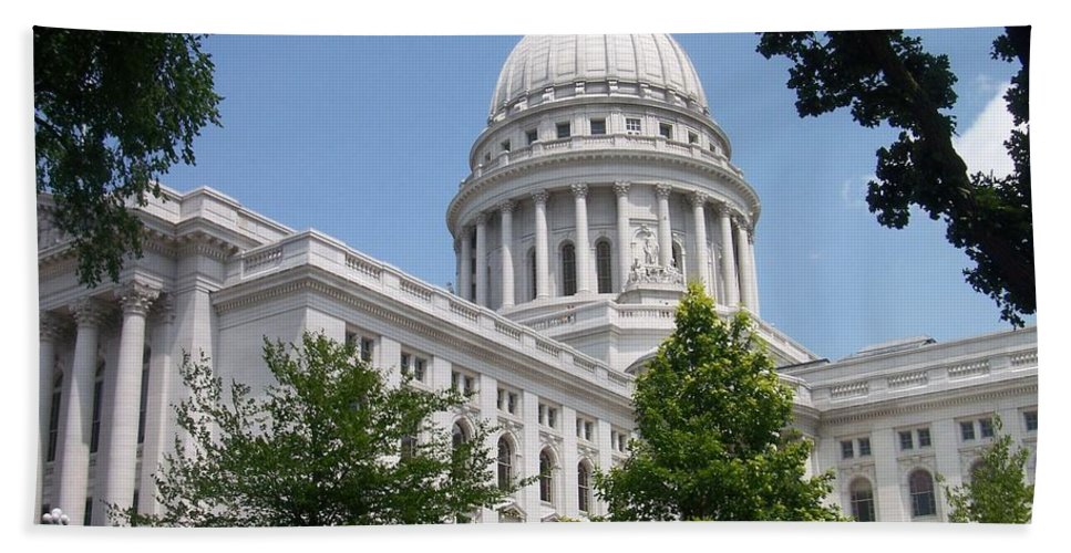 Madison Bath Towel featuring the photograph Madison Wi State Capitol by Anita Burgermeister