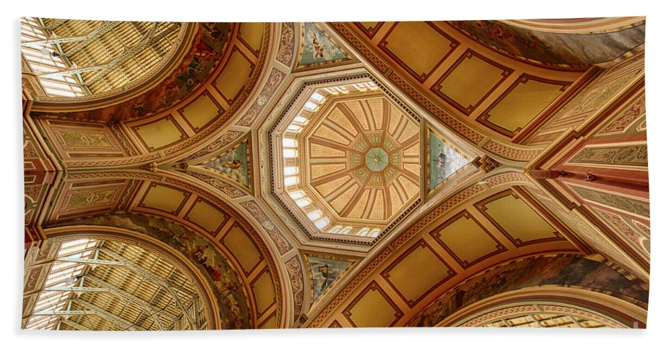 Royal Hand Towel featuring the photograph Magestic Architecture II by Ray Warren