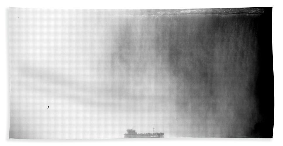 Niagara Falls Hand Towel featuring the photograph Maid Of The Mist 1 by Andrew Fare