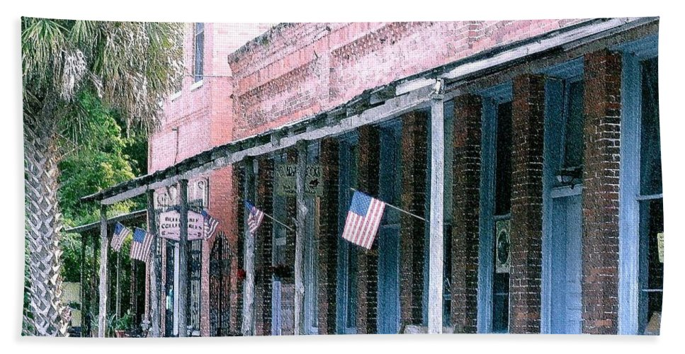 Florida Bath Towel featuring the photograph Main Street Micanopy Florida by Nelson Strong