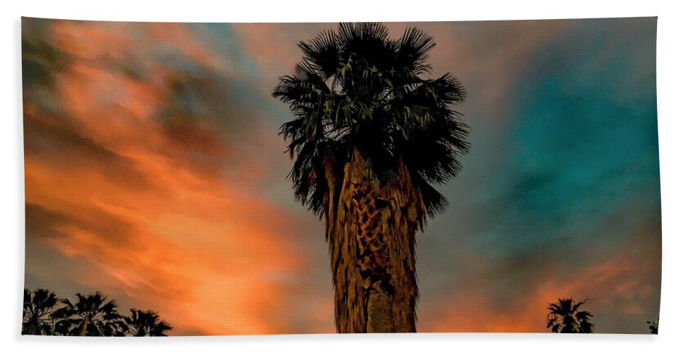 Art Hand Towel featuring the photograph Majesty by Chris Tarpening