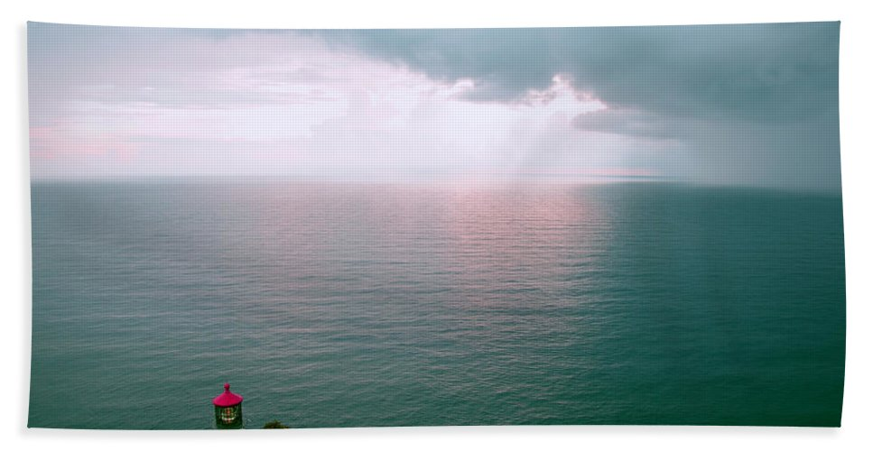 Hawaii Hand Towel featuring the photograph Makapuu Lighthouse by Kevin Smith