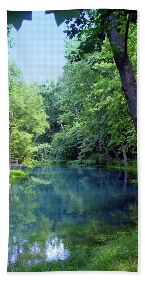 Maramec Springs Park Bath Towel featuring the photograph Maramec Springs 2 by Marty Koch