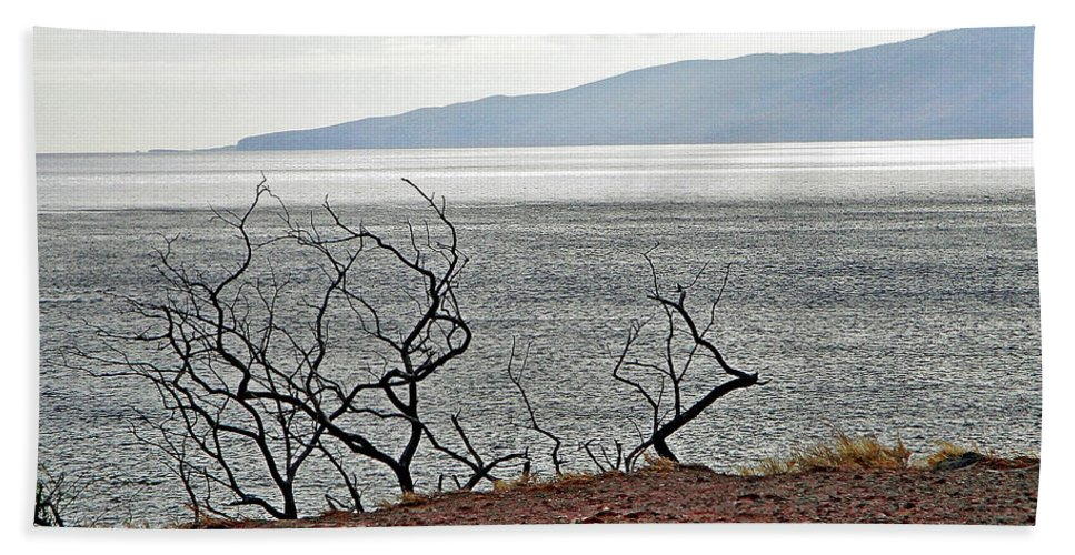Maui Hand Towel featuring the photograph Maui's View Of Lanai by Robert Meyers-Lussier