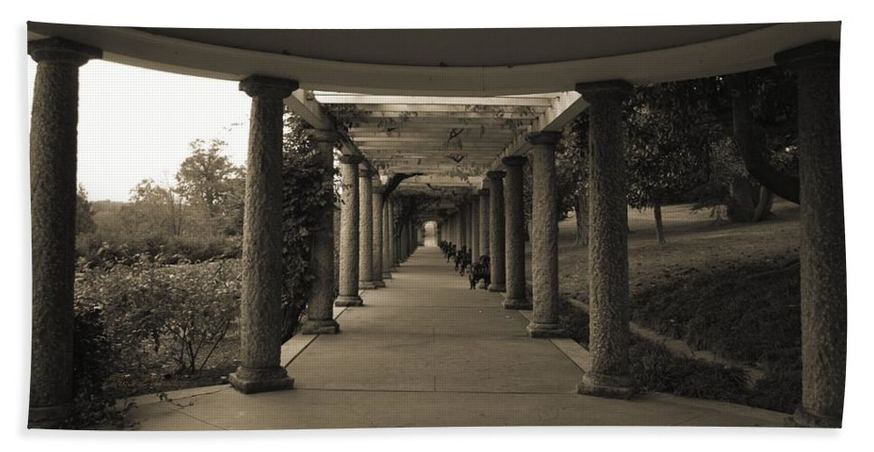 Maymont Hand Towel featuring the photograph Maymont's Italian Garden by Tina Meador