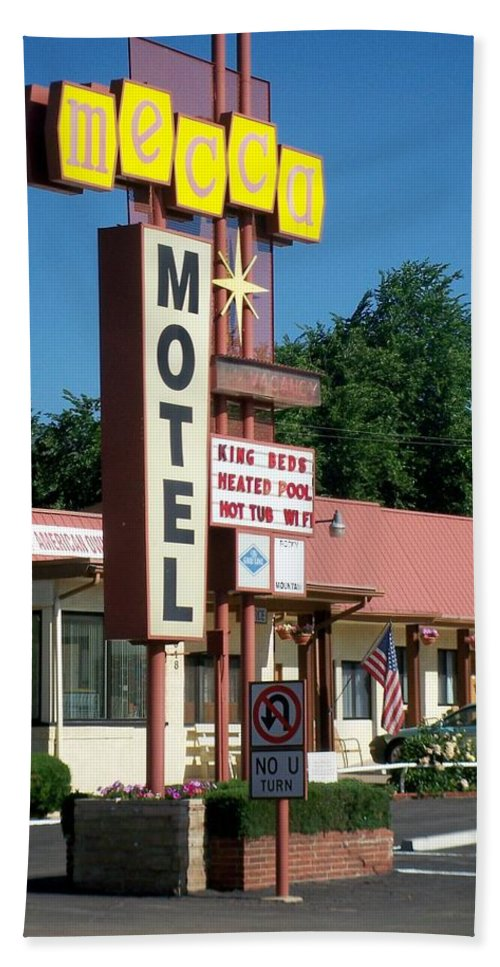 Vintage Motel Signs Bath Towel featuring the photograph Mecca Motel by Anita Burgermeister