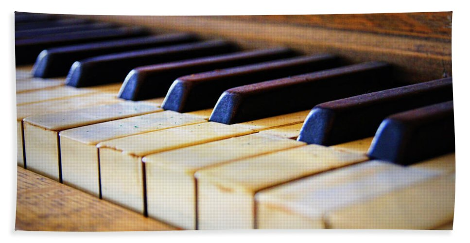 Piano Hand Towel featuring the photograph Melodies And Memories by Cricket Hackmann