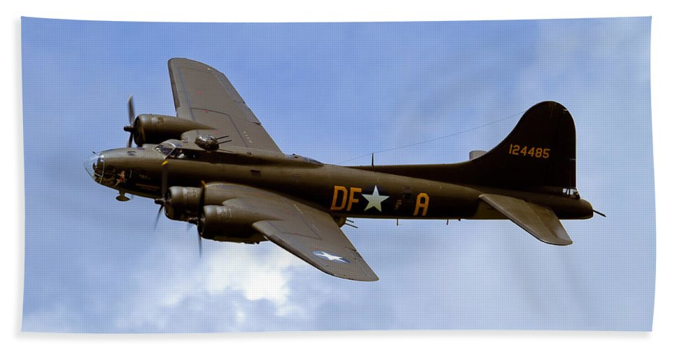 B-17 Bath Sheet featuring the photograph Memphis Belle by Bill Lindsay