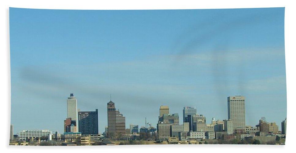 Memphis Hand Towel featuring the photograph Memphis Skyline by J R Seymour