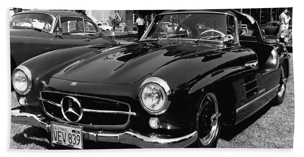 1950s Hand Towel featuring the photograph Mercedes Gull Wing Coupe by Underwood Archives