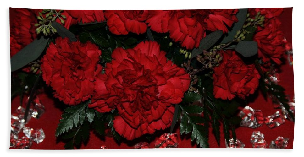 Red Hand Towel featuring the photograph Merry Christmas by Kathleen Struckle