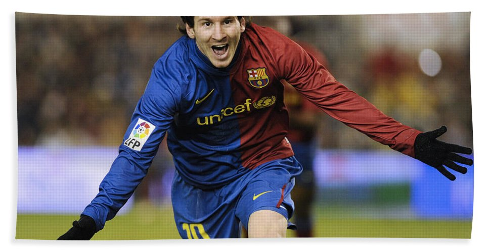 Horizontal Hand Towel featuring the photograph Messi 1 by Rafa Rivas