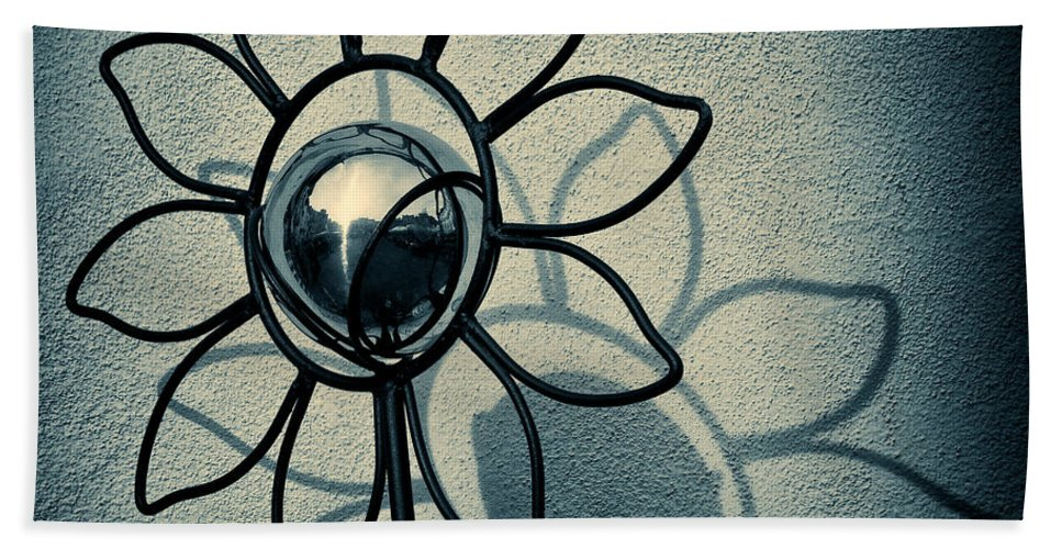 Sunflower Bath Towel featuring the photograph Metal Flower by Dave Bowman