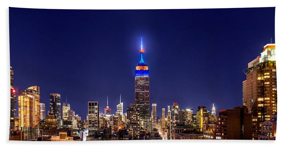 Empire State Building Bath Towel featuring the photograph Mets Dominance by Az Jackson