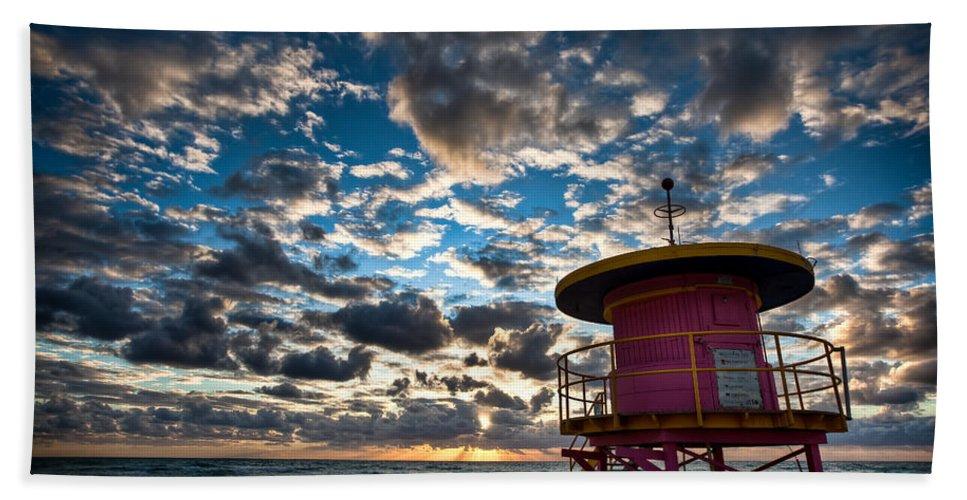 Miami Bath Towel featuring the photograph Miami Dawn by Dave Bowman