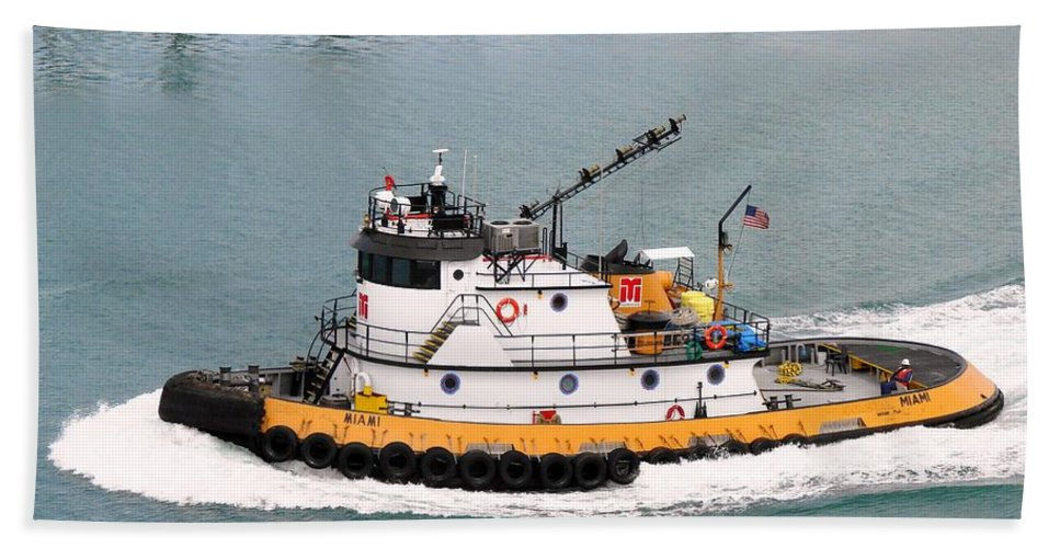 Tugboat Hand Towel featuring the photograph Miami Tug by Margaret Bobb