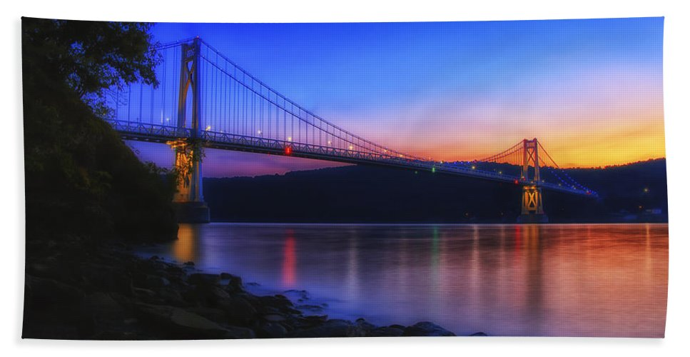 Dutchess County Hand Towel featuring the photograph Mid-hudson Glow by Rachel Snydstrup