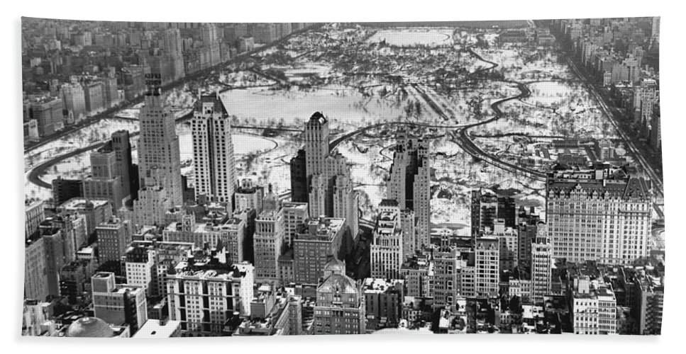 1930s Hand Towel featuring the photograph Midtown And Central Park View by Underwood Archives