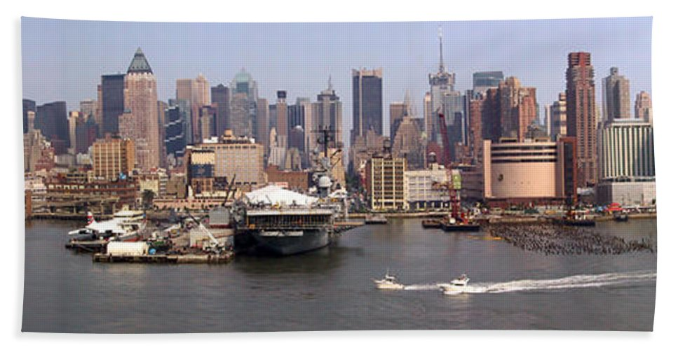 Manhattan Bath Towel featuring the photograph Midtown Manhattan Panorama by Thomas Marchessault
