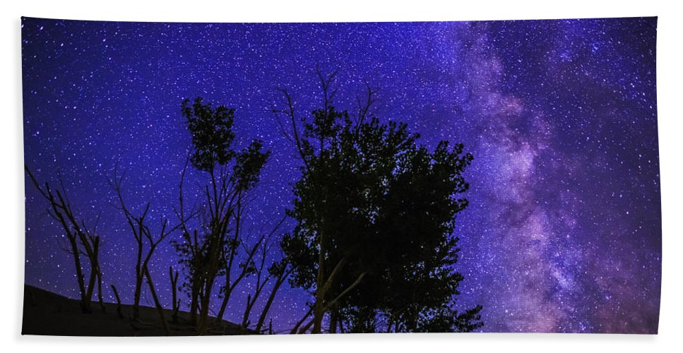 Milky Way Hand Towel featuring the photograph Milky Way And Silhouette Trees At Bruneau Dunes State Park Idaho by Vishwanath Bhat