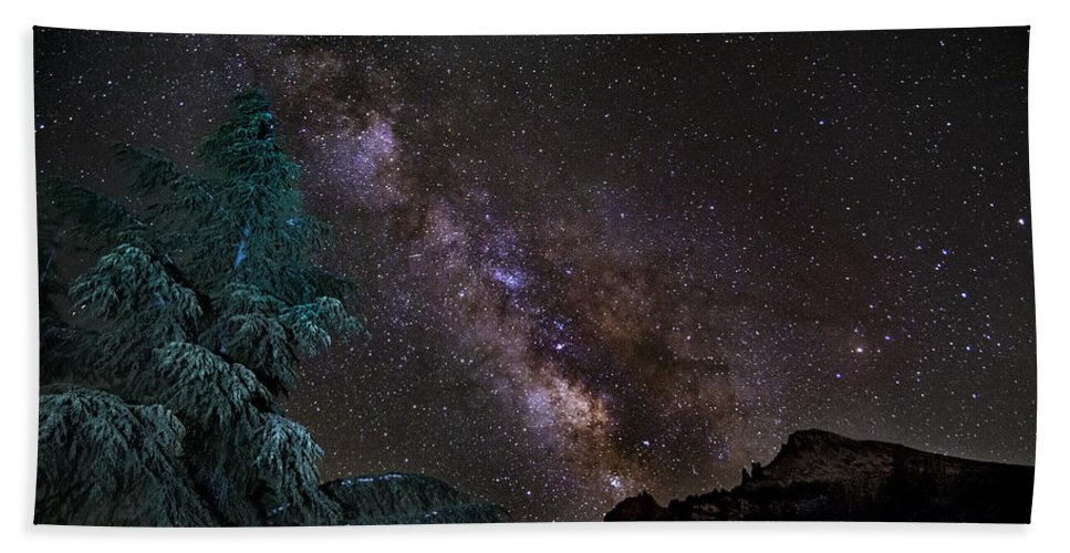 Landscapes Bath Sheet featuring the photograph Milkyway At The Mountains by Guido Montanes Castillo