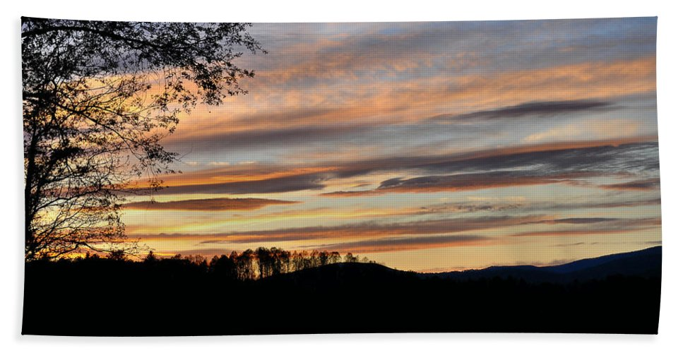 Mill Creek Lake Hand Towel featuring the photograph Mill Creek Lake Sun Set by Todd Hostetter
