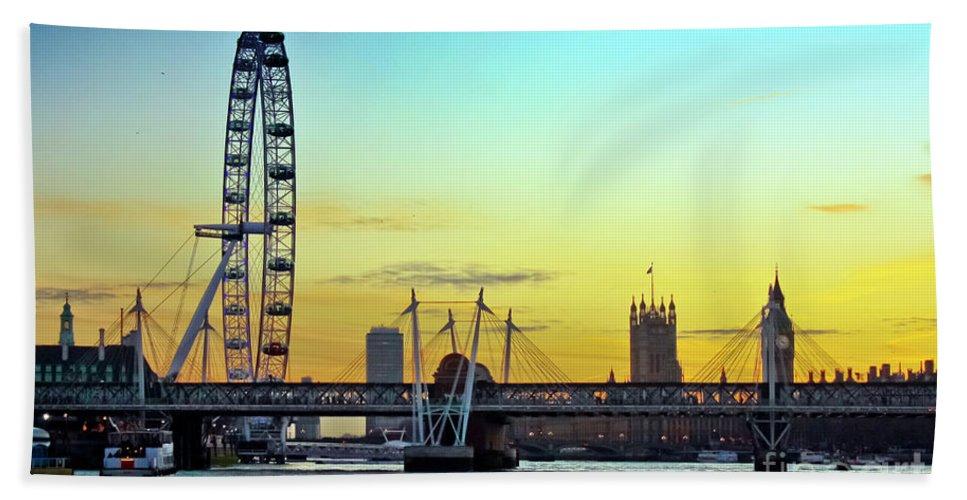 Millennium Wheel Bath Sheet featuring the photograph Millennium Sunset by Terri Waters