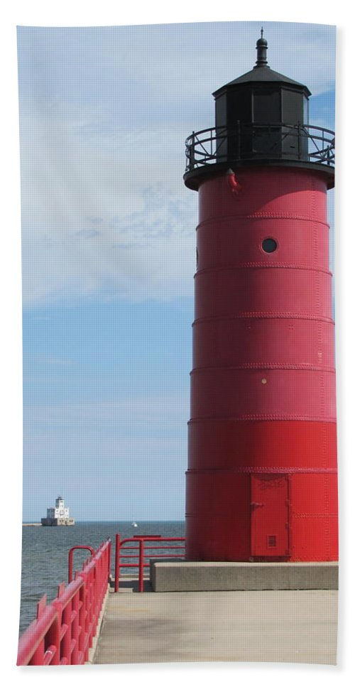 Milwaukee Hand Towel featuring the photograph Milwaukee Harbor Lighthouse by Anita Burgermeister
