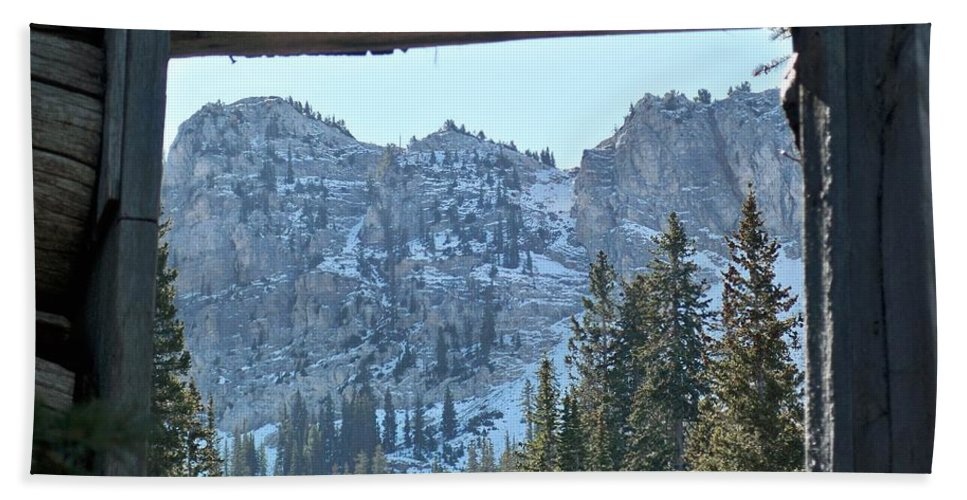 Mountain Hand Towel featuring the photograph Miners Lost View by Michael Cuozzo