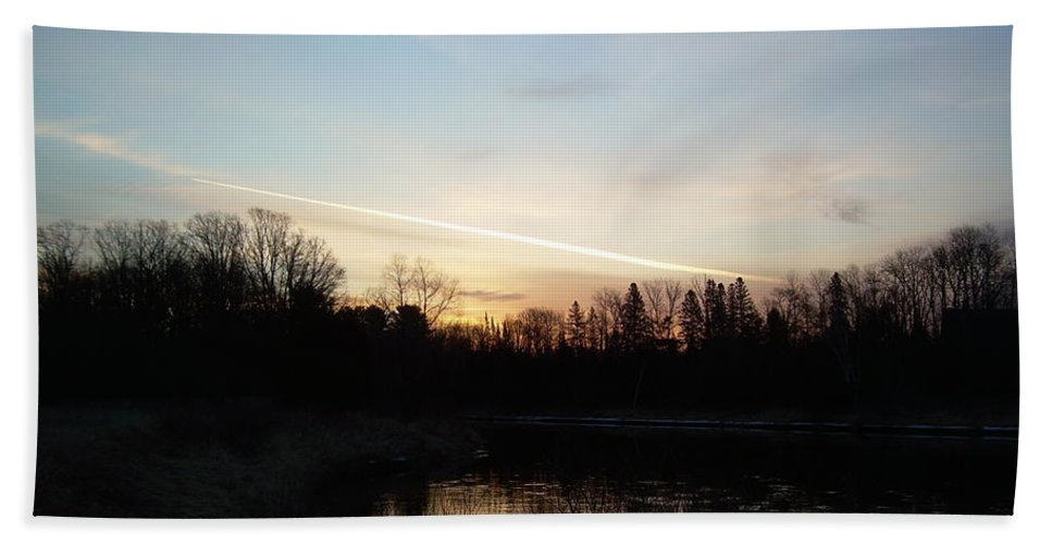 Mississippi River Hand Towel featuring the photograph Mississippi River Colorful Dawn Clouds by Kent Lorentzen