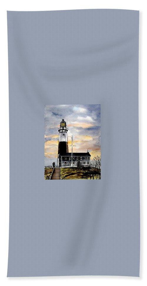 Montauk Point Bath Towel featuring the painting Montauk Point Lighthouse by Derek Mccrea