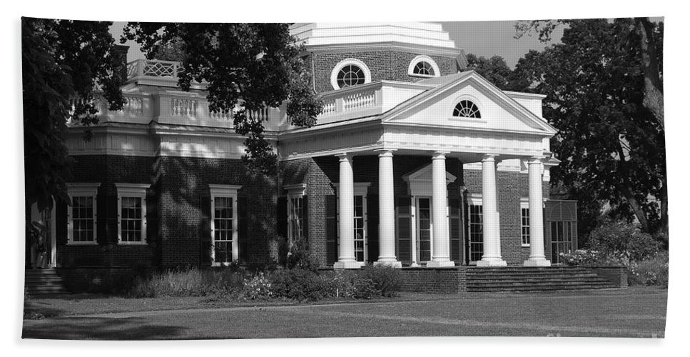 Monticello Hand Towel featuring the photograph Monticello by Eric Liller