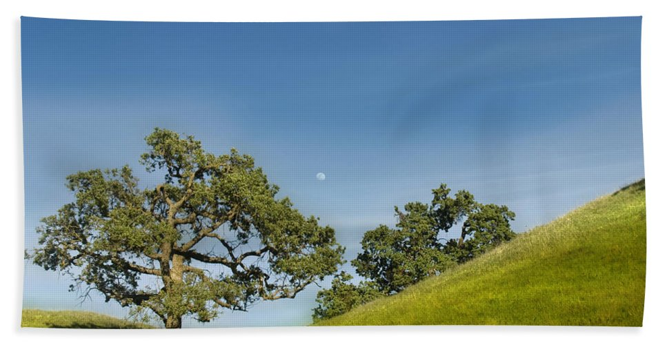 Landscape Bath Towel featuring the photograph Moon Rising by Karen W Meyer