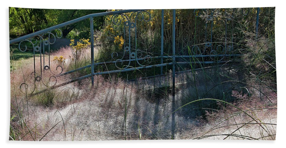 Dew Bath Sheet featuring the photograph Morning Dew At Pendleton Park 2 by Frank Carter