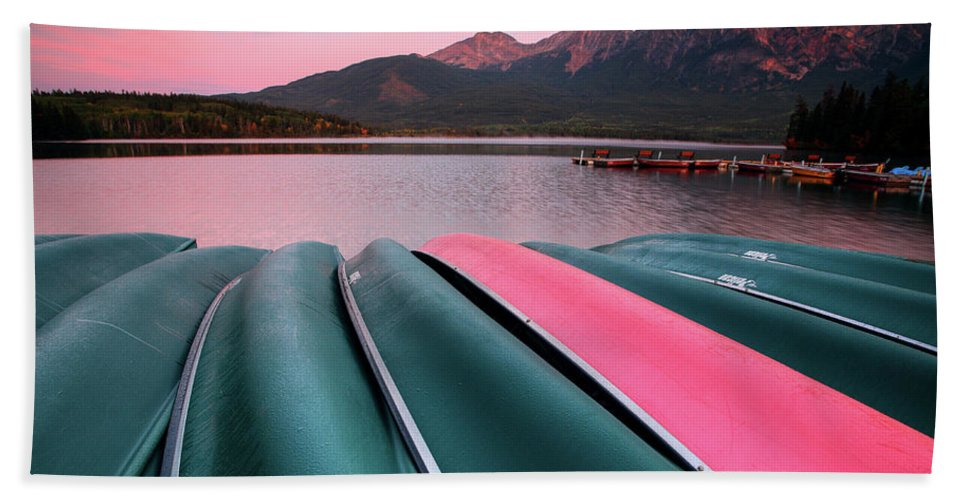 Benches Bath Towel featuring the digital art Morning View Of Pyramid Lake In Jasper National Park by Mark Duffy