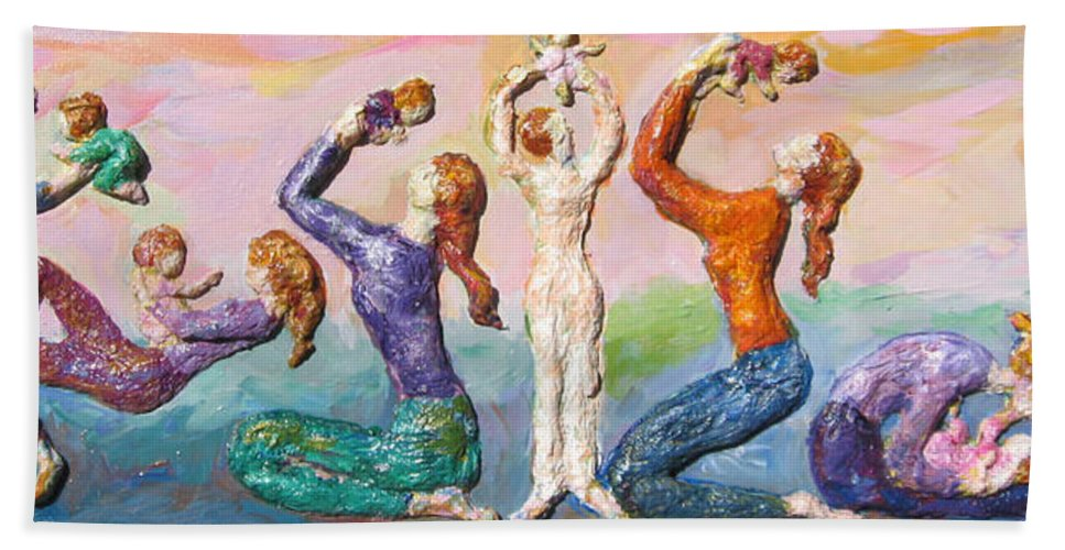 Mothers And Children Bath Towel featuring the painting Mothers Bonding by Naomi Gerrard