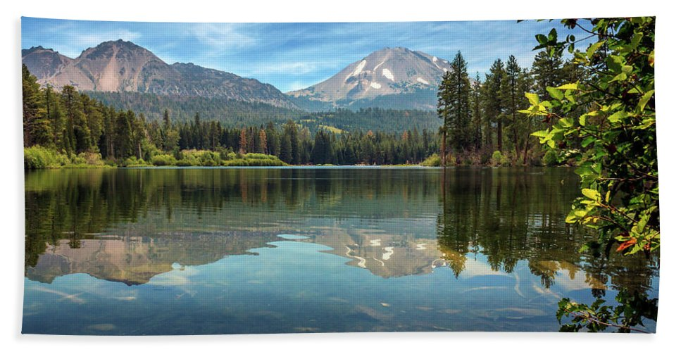 Mount Lassen Bath Sheet featuring the photograph Mount Lassen From Manzanita Lake by James Eddy