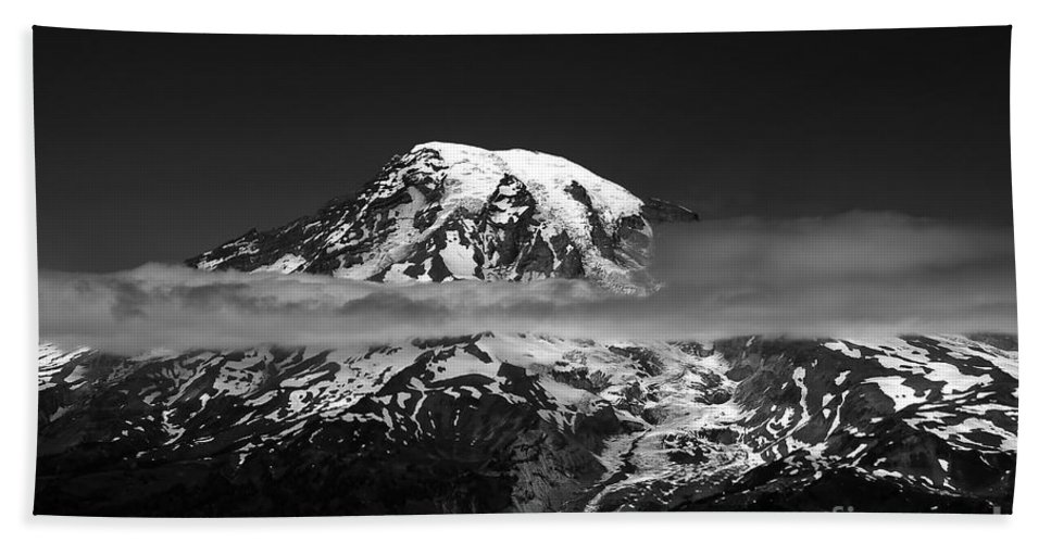 Mount Rainier Hand Towel featuring the photograph Mount Rainier by David Lee Thompson