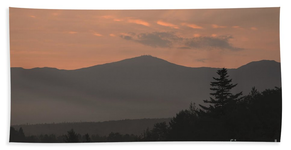 Silhouette Bath Towel featuring the photograph Mount Washington - Bretton Woods New Hampshire Usa by Erin Paul Donovan
