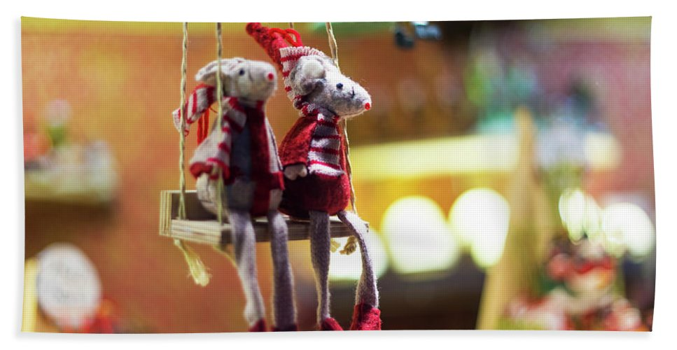 Mouse Love Hand Towel featuring the photograph Mouse Love London by Alex Art and Photo