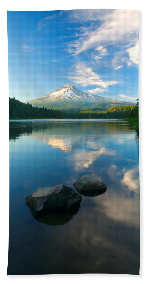 Mt. Hood Hand Towel featuring the photograph Mt. Hood Cirrus Explosion by Mike Dawson