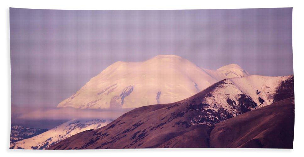Wenas Valley Bath Sheet featuring the photograph Mt Rainer From The Wenas Valley by Jeff Swan