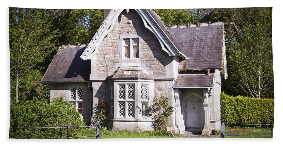 Irish Bath Towel featuring the photograph Muckross Cottage Killarney Ireland by Teresa Mucha