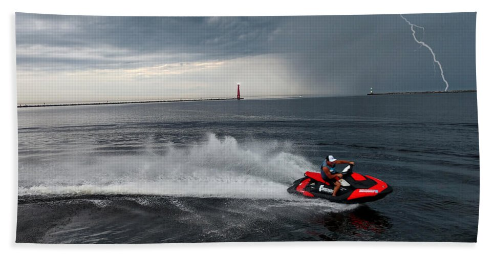 Jet Ski Bath Towel featuring the photograph Muskegon South Pier Lighthouse by Michael Rucker