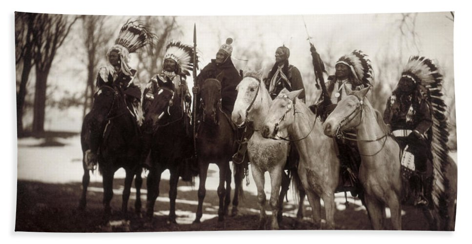 1900 Bath Towel featuring the photograph Native American Chiefs by Granger