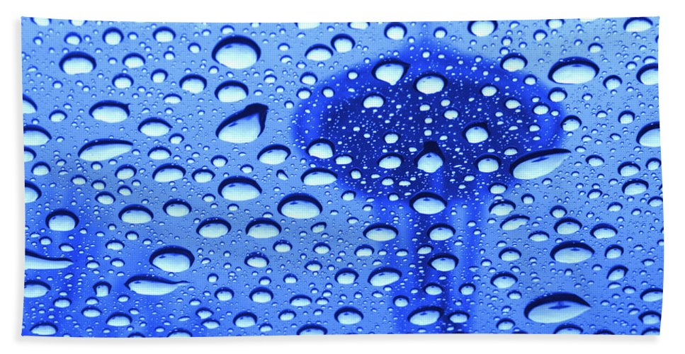 Seattle Hand Towel featuring the photograph Needle In Rain Drops H006 by Yoshiki Nakamura